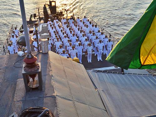 Comando do 9º Distrito Naval realiza cerimônia em memória aos mortos da Marinha em Guerra