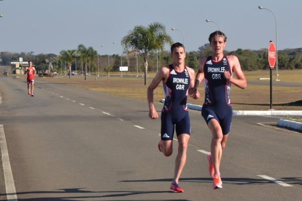 Atletas de triatlo da Grã-Bretanha treinam na AFA