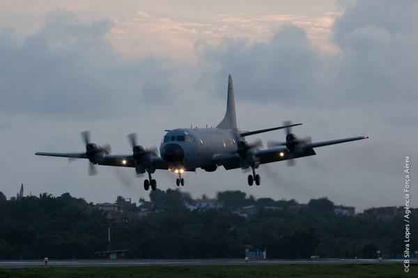 Aeronave de patrulha P-3 AM completa cinco anos de operação no esquadrão Orungan