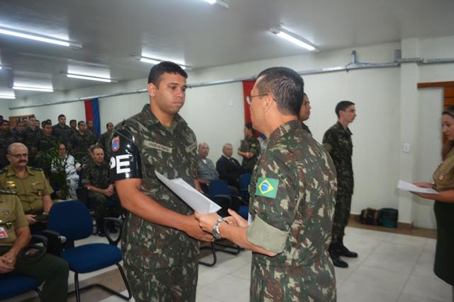 Alunos do curso de Saúde Bucal do Projeto Soldado Cidadão recebem certificado