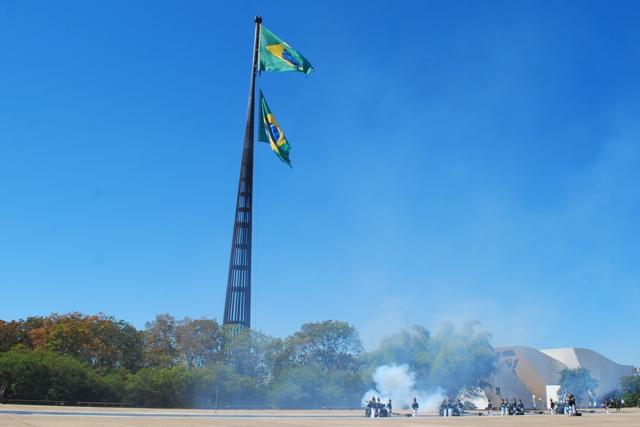 Cerimônia de Substituição da Bandeira Nacional em Brasília
