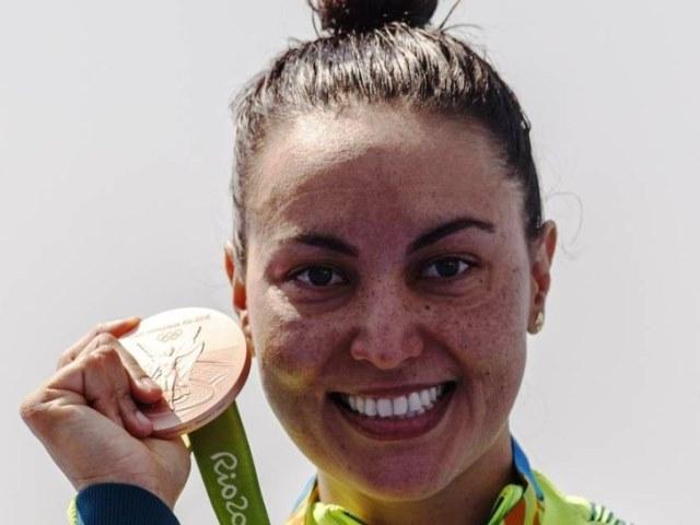 3º Sgt Poliana Okimoto é bronze na maratona aquática