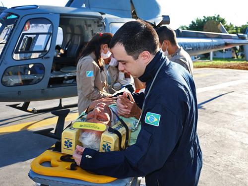 Helicópteros são usados no resgate de enfermos em regiões afastadas e de difícil acesso