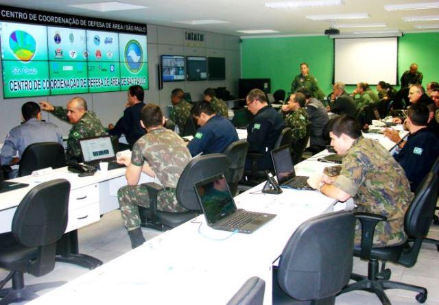 Centro de Coordenação de Defesa de Área monitora jogos de futebol em São Paulo