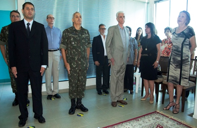 Comando Militar do Oeste recebe a doação de uma biblioteca