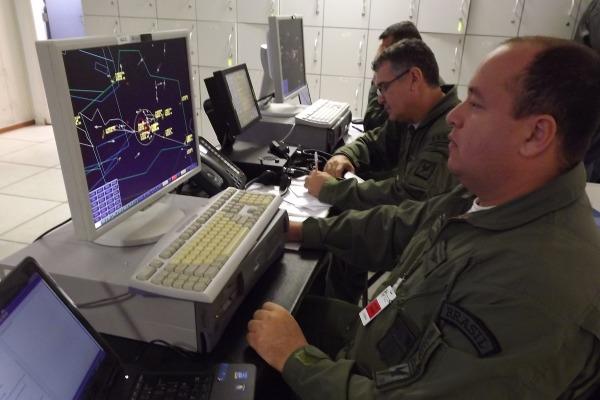 Controladores de Tráfego e de Defesa Aérea garantem a fluidez do espaço aéreo no RJ