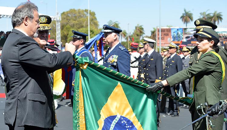 Organizações militares das Forças foram agraciadas com a medalha do Pacificador