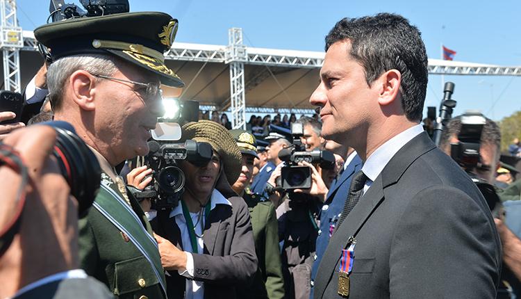 O juiz federal Sérgio Moro também foi condecorado com a medalha do Pacificador