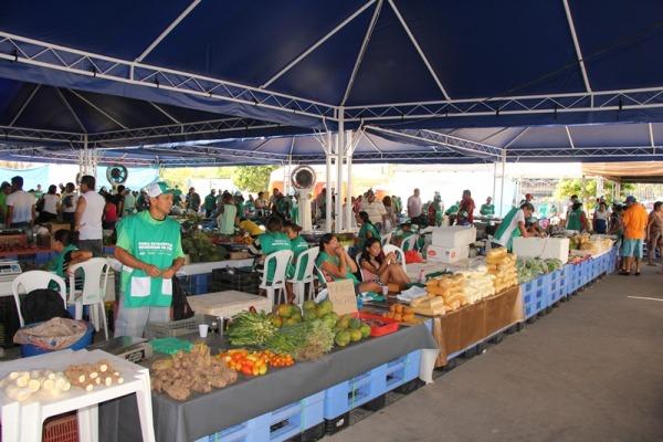 Força Aérea participa de reinauguração de feira de produtos regionais