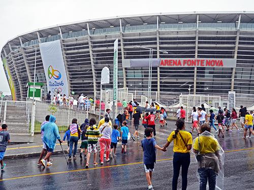 Torcedores chegam à Arena Fonte Nova em clima de segurança e tranquilidade