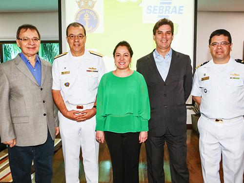 Edison Araújo, Almirante Petronio Augusto, os diretores do Sebrae/MS Maristela França e Tito Estanqueiro, e o Capitão de Fragata Alfredo Lee