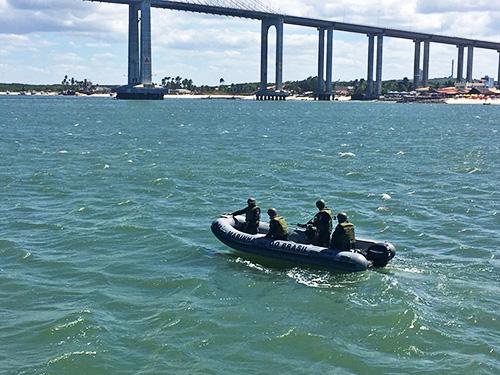 Inspeção naval no Rio Potengi