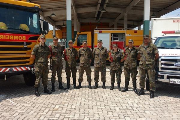 Militares do Campo de Provas Brigadeiro Velloso prestam socorro a feridos em acidente