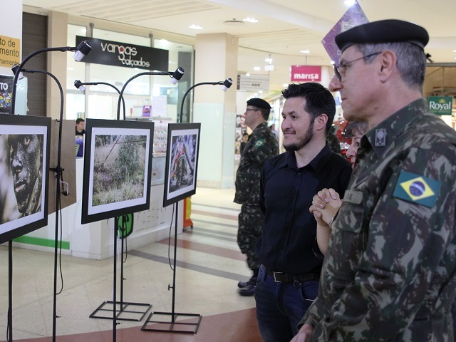 Mostra de fotografias homenageia o Dia do Soldado na Guarnição de Santa Maria