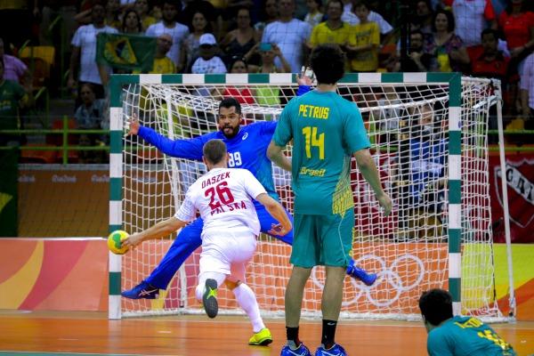 Seleção Brasileira de Handebol enfrenta a França pelas quartas de final