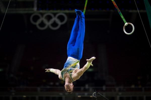 Sargentos da FAB comemoraram o 6º lugar da ginástica artística por equipes
