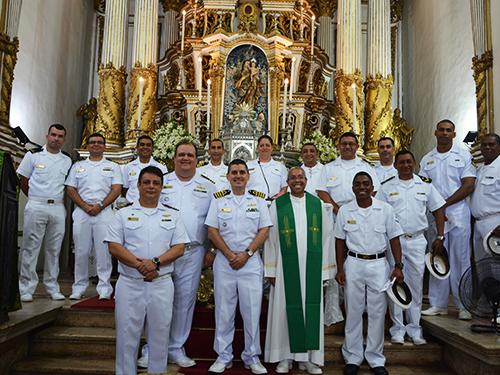 """Tripulantes do NE """"Brasil"""" participam de missa na Basílica do Senhor do Bonfim"""