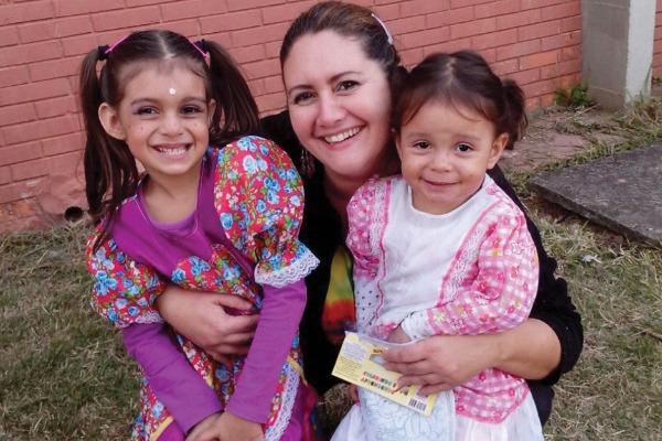 Adriana e as filhas Hannah e Domenica/ Arquivo Pessoal