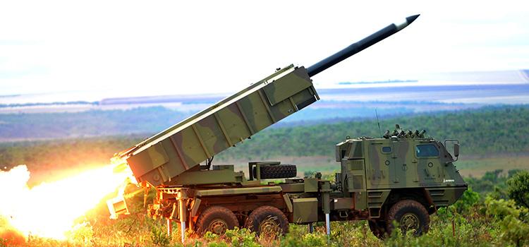O Astros II é um sistema de lançadores múltiplos de foguetes fabricado pela empresa brasileira Avibras