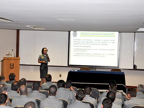 Capitão de Corveta (T) Nádia Xavier divulga programas sociais da Marinha