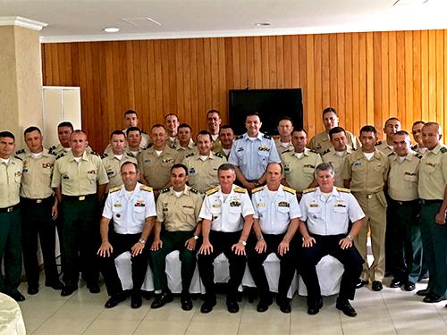 Escola Superior de Guerra da Colômbia visita o Estado-Maior da Armada
