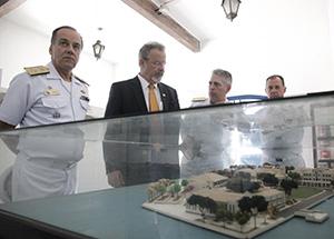 Na Ilha das Enxadas, ministro Jungmann conhece berço da aviação Naval