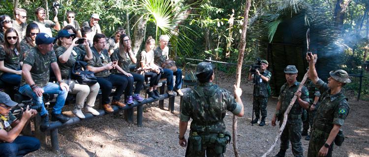 """Alunos e professores integrantes do """"Formadores de Opinião"""" receberam orientações práticas durante viagem a Amazônia"""