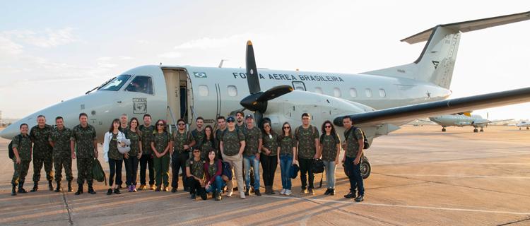 Programação do projeto geralmente conta com o apoio de aeronaves da Força Aérea no transporte da comitiva