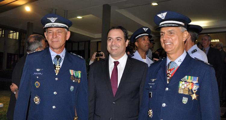 Ministro da Defesa participa da transmissão de cargo do II COMAR