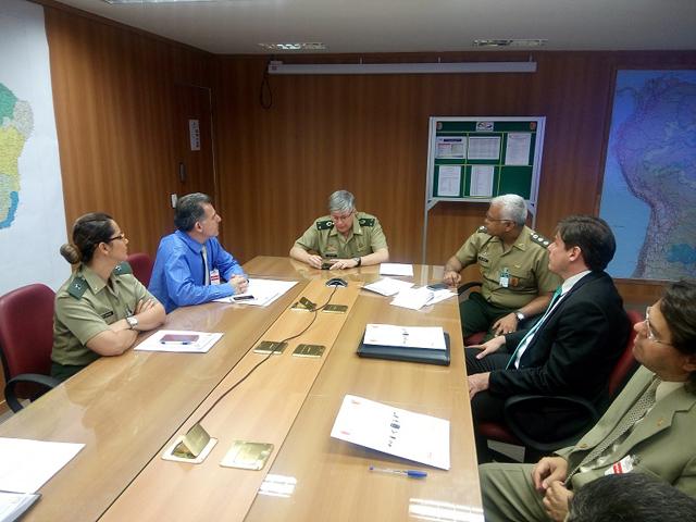 Exército une força com a Polícia Federal e a Receita no combate ao comércio ilegal de armas