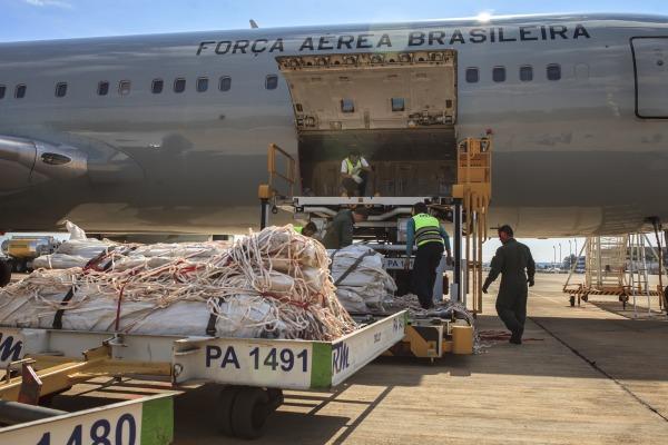 Aeronave da FAB transporta barracas para desabrigados no Haiti