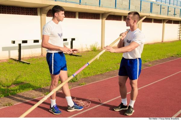 Atletas olímpicos orientam cadetes sobre práticas esportivas