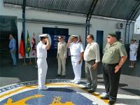 Militares e visitantes na solenidade