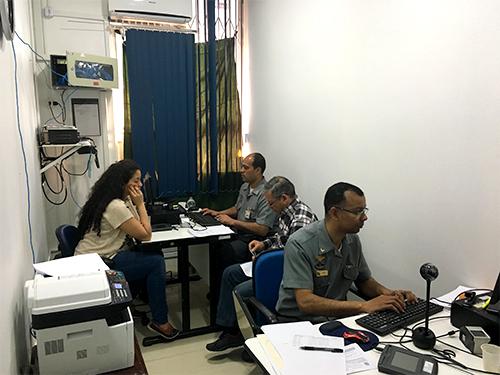 Equipe em atendimento na DelUruguaiana