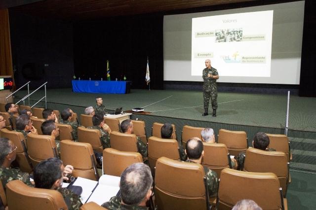 Estágio reúne futuros comandantes em Brasília