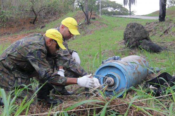 FAB ministra curso de neutralização e destruição de artefatos explosivos