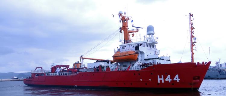 Navios da Marinha do Brasil iniciam viagem à Antártica