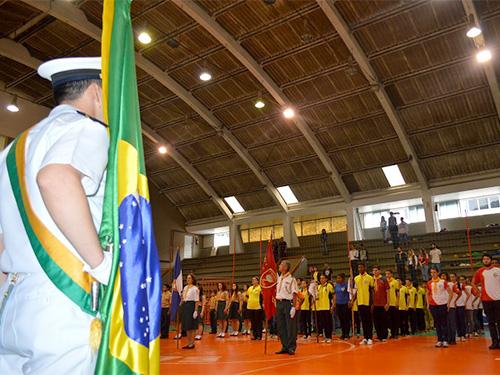 Militar da Marinha e grupos de Desbravadores da 1ª Região de Florianópolis