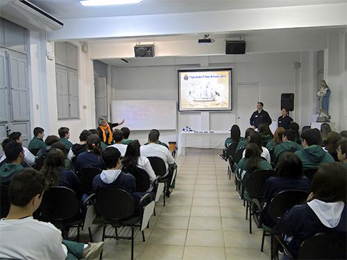 Policlínica Naval de Rio Grande realiza palestra da Operação Cisne Branco