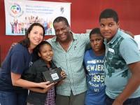 Diretora Nacional das VCB com família participante do Programa de Atendimento Especial