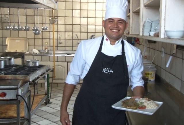 """Soldado Willian: da """"louça"""" a Cozinheiro-Chefe pelo Projeto Soldado Cidadão"""