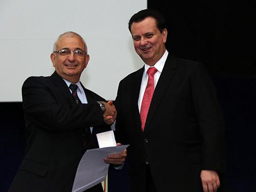 Ministro da Ciência, Tecnologia, Inovações e Comunicações entrega prêmio à AMAZUL, representada pelo Vice-Almirante Zanella