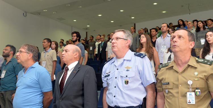 O canto do Hino Nacional fez parte da abertura solene do evento