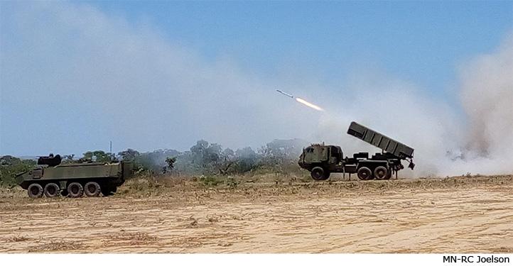 Armamentos e sistemas de armas empregaram munição real