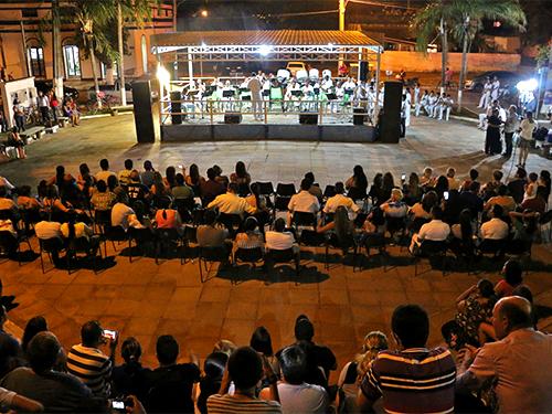 """Apresentação da banda no Teatro de Arena """"Astério da Conceição"""""""