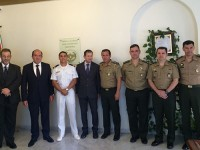 Autoridades diplomáticas, militares brasileiros e funcionários da Embaixada do Brasil