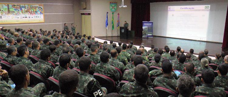 Militares brasileiros que irão para o Haiti participam de exercício em Jaboatão dos Guararapes (PE)