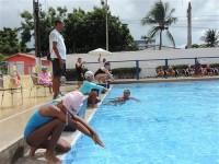 Competidoras preparadas para nadar os 25 metros da prova