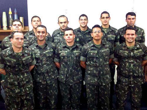 Fábrica de munições da Marinha recebe visita de oficiais do Exército