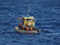 """Inspetores navais do RbAM """"Triunfo"""" verificam embarcação pesqueira no litoral de Pernambuco"""